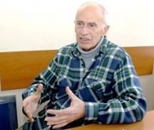 Днес Владо Костов живее постоянно в Париж